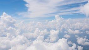 La belleza en cielo de la naturaleza y las nubes miran el avión de la forma Imagen de archivo