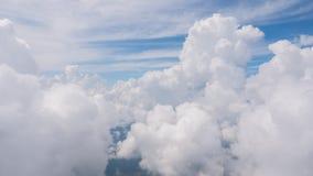 La belleza en cielo de la naturaleza y las nubes miran el avión de la forma Imagen de archivo libre de regalías