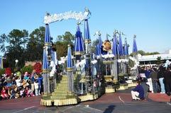 La belleza y el desfile de la bestia flotan en el mundo de Disney Fotografía de archivo