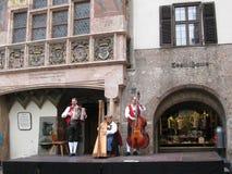 La belleza y la originalidad de la ciudad principal en el Tyrol innsbruck fotografía de archivo