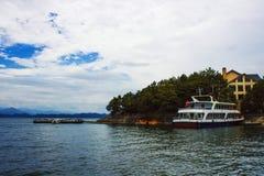 La bellezza del paesaggio del lago dell'isola Immagini Stock
