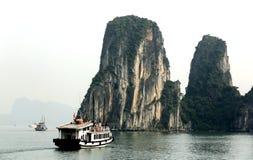 La bellezza della baia di Halong immagini stock libere da diritti