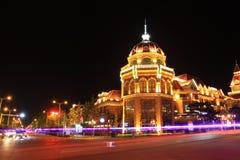 La bellezza della costruzione alla notte Immagini Stock Libere da Diritti