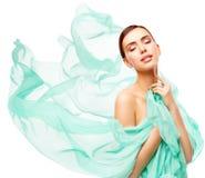 La bellezza della donna, Face Makeup di modello felice, bella ragazza compone immagine stock