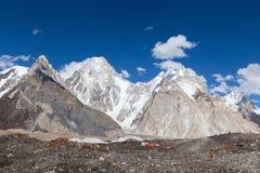 La bellezza della gamma di karakorum durante il trekking del campo base K2 immagine stock libera da diritti