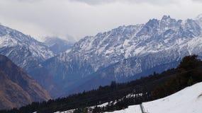 La bellezza della montagna della neve Immagini Stock