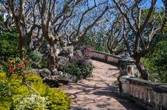La bellezza della via di camminata sulla collina del palazzo Fotografia Stock