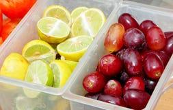 La bellezza di frutta tese non solo si ferma nello sguardo immagini stock libere da diritti