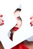 La bellezza di modo compone con le labbra ed i chiodi di corrispondenza Fotografia Stock Libera da Diritti