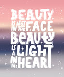 La bellezza non è nel fronte, bellezza è una luce nel cuore Fotografia Stock Libera da Diritti
