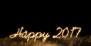 La bengala 2017 del Año Nuevo firma adentro se nubla Foto de archivo libre de regalías