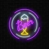 La bière au néon rougeoyante barrent l'enseigne dans des cadres de cercle sur le fond foncé de mur de briques Signe de publicité  illustration de vecteur