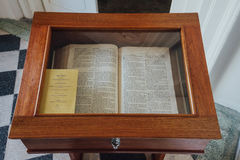 La bible d'étalage dans l'église du ` s de St George est une Église Anglicane du 19ème siècle dans la ville de George Town à Pena Photos libres de droits