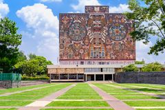 La biblioteca central en la universidad autónoma nacional de México fotografía de archivo libre de regalías