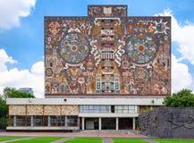 La biblioteca central en la universidad autónoma nacional en México imagen de archivo libre de regalías