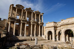 La biblioteca de Celsus en Ephesus Foto de archivo