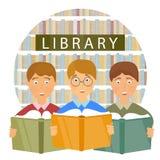 La biblioteca di scuola, bambini ha letto i libri Fotografie Stock Libere da Diritti