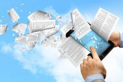 Lecteur et livres de livre d'E photos libres de droits