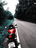 La bici sulla strada Immagini Stock Libere da Diritti