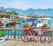 La bicicleta en el puerto de Alanya Foto de archivo