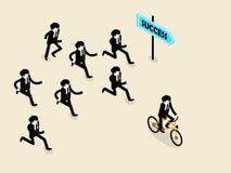 La bicicletta di ciclismo dell'uomo di affari è davanti al gruppo di uomo che di affari quelle stanno dirigendo seguono Fotografia Stock Libera da Diritti