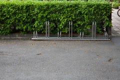 La bicicletta nel parcheggio fotografia stock libera da diritti