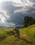 La bicicletta su un footpat Fotografia Stock Libera da Diritti