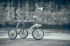 La bicyclette des enfants Image libre de droits