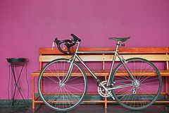 La bicyclette n'est pas rose ou orange Photo stock
