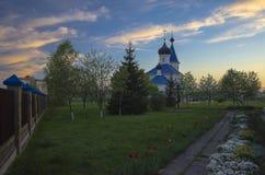 La Bielorussia, Minsk: st ortodossa Nicholas Church in fasci del tramonto Immagini Stock Libere da Diritti