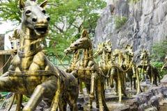 La biga dorata del cavallo in Batu scava, la Malesia fotografia stock libera da diritti
