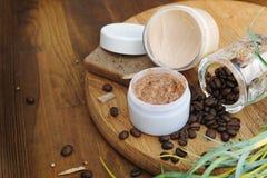 La bio crema, jabón y friega, los cosméticos naturales foto de archivo