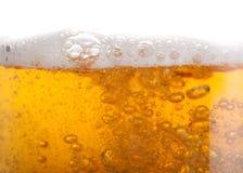 La birra bolle nell'alti ingrandimento e fine Fotografia Stock Libera da Diritti