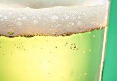 La birra bolle primo piano Fotografia Stock Libera da Diritti
