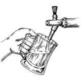 La birra versa il vetro dal vettore dell'incisione del rubinetto della birra Fotografia Stock Libera da Diritti