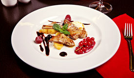 Bistecca del pollo con la frutta Fotografie Stock