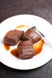 La bistecca di fianco del manzo collega marinato e cucinato fotografia stock