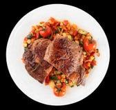 La bistecca di Ribeye con scalpore ha fritto le verdure isolate sul nero Fotografia Stock Libera da Diritti