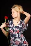La blonde avec s'est levée. Photo stock