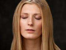La blonde en gros plan de visage de filles Images libres de droits