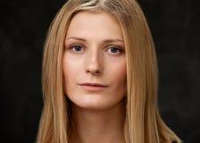 La blonde en gros plan de visage de filles Photos stock