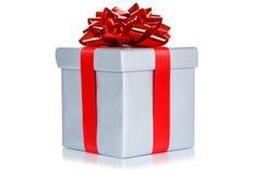 La boîte actuelle d'argent de souhait de mariage d'anniversaire de Noël de cadeau a isolé photographie stock
