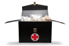 La boîte de kit de premiers secours à l'arrière-plan blanc ou au fond d'isolement, cas d'urgence a utilisé la boîte d'aide pour l image stock