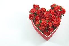 La boîte rouge de coeur avec s'est levée Photos libres de droits