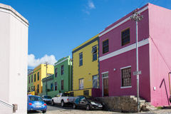 La BO-Kaap à Cape Town est connue pour sa maison brillamment peinte Photos libres de droits