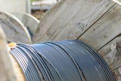 La bobina del cable óptico. Fotos de archivo