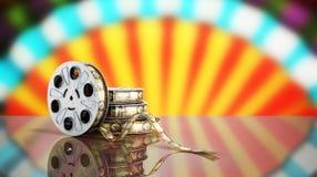 La bobina di film con un fondo 3d del cinema della striscia di pellicola rende sul blu Fotografia Stock Libera da Diritti