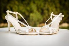 La boda calza a la novia para el día de boda Imagenes de archivo