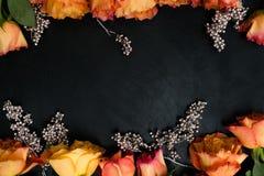 La boda del otoño florece el arreglo anaranjado de las rosas Foto de archivo libre de regalías
