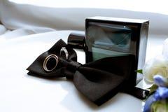 La boda hermosa viste para el novio y para el hombre de negocios Imágenes de archivo libres de regalías